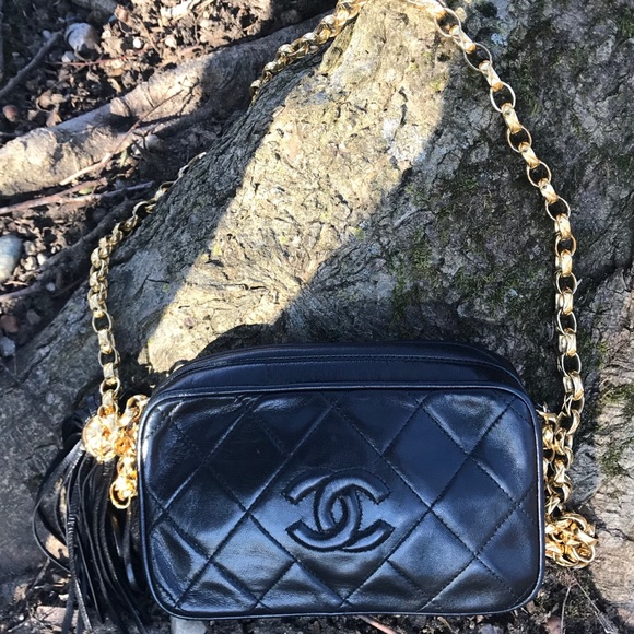 6d7b1997cd02 CHANEL Handbags - Chanel Diamond CC vintage crossbody